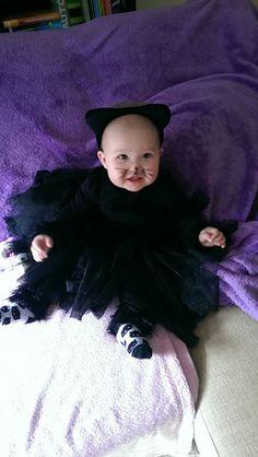 Miau, Miau- die kleine schwarze Katze mag auch beim Kostüm-Nähwettbewerb teilnehmen