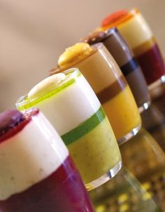 Les glaces discovered by Ʈђἰʂ Iᵴɲ'ʈ ᙢᶓ on We Heart It Desserts In A Glass, Small Desserts, Dessert Bread, Dessert Table, Dessert Glasses, Sweet Jars, Dessert Shots, Baking Classes, Cream Tea