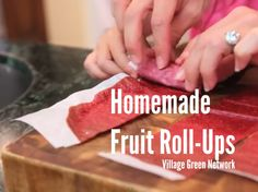 Homemade Fruit Roll-Ups / http://villagegreennetwork.com/homemade-fruit-roll-ups/