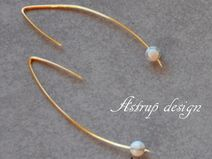 Exciting graphic earrings with white Howlite stone
