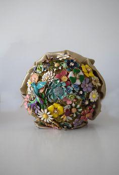 Ramo de flores esmaltadas, vista frontal