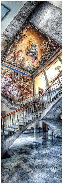 Interior del Castillo de Chapultepec, en la Ciudad de México. ✿⊱╮                                                                                                                                                      Más
