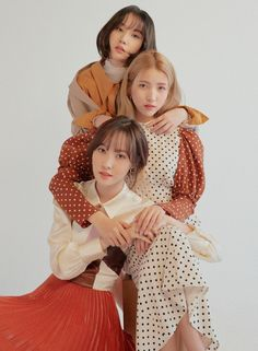 Image may contain: 3 people, child Group Photo Poses, Photography Poses, Fashion Photography, Mode Kpop, Foto Shoot, Selfie Poses, Fashion Poses, Kpop Girls, My Girl