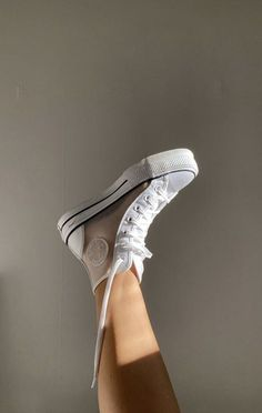 🦋 @Izzygosper -  🦋 Mode Converse, Sneakers Mode, Sneakers Fashion, Fashion Shoes, Shoes Sneakers, Fashion Accessories, High Top Sneakers, Fashion Jewelry, Tenis Vans