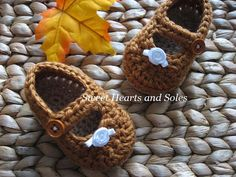 Sweet as Pumpkin Pie, these handmade cotton crochet Baby Mary Janes Shoes are perfect for Thanksgiving and Christmas dinner!  They even have their own dollop of whipped cream!    Please stop by my Etsy shop at www.etsy.com/shop/sweetheartsandsoles for more baby & toddler booties & accessories!