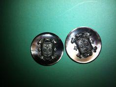 http://www.ebay.fr/itm/2-boutons-de-nacre-ecusson-fleur-de-lys-/161642274520?pt=LH_DefaultDomain_71