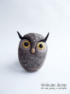 Forest owl, Hand Felted Owl Brooch