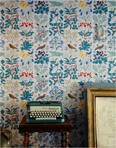 love the wallpaper pattern