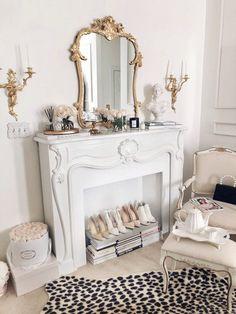Parisian Room, Parisian Decor, Parisian Apartment, Room Ideas Bedroom, Bedroom Themes, Classy Bedroom Ideas, Bedrooms, Decoration Chic, Decorations