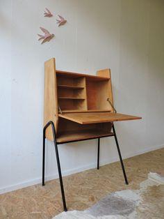 Secrétaire années 50 esprit Guariche Mod Furniture, Furniture Design, Murphy Table, Interior Design Boards, Home Organisation, Furniture Inspiration, Decoration, Home Office, Wood