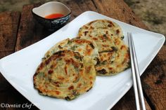 Japanese spring onion pancake or sometimes called chinese scallion pancake is one of my favourite savoury pancake. The secret recipe making a crispy and delicious spring onion pancake is mad… Crepes And Waffles, Savory Pancakes, Asian Pancakes Recipe, Spring Onion Recipes, Best Cauliflower Pizza Crust, Pancake Roll, Side Recipes, Lunch Recipes, Vegan Recipes