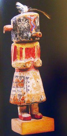 """Kachinas: muñecas rituales de los indios """"hopi"""" y """"zuñi"""" de Arizona y Nuevo México. """"Las muñecas son juguetes y al mismo tiempo rep..."""