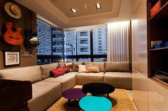 Decoração de: Sala de televisão - sofá bege; Casa de Valentina