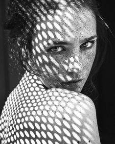 black and white portrait Shadow Photography, Dark Photography, Creative Photography, Black And White Photography, Portrait Inspiration, Photoshoot Inspiration, Flowers Draw, Shadow Portraits, New Foto
