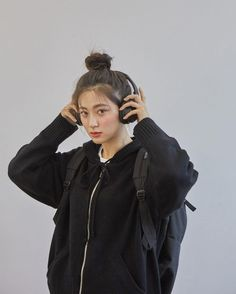 Kpop Fashion Outfits, Korean Outfits, Korean Aesthetic, Aesthetic Girl, Selfie Foto, Korean Best Friends, Girl With Headphones, Ulzzang Korean Girl, Film Inspiration