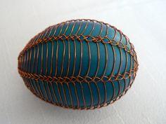 drátovaná vajíčka Egg Decorating, Wire Art, Easter Eggs, Paste, Halloween, Ornaments, Projects, Ideas, Creative