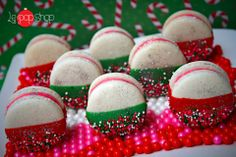Come see what the Paparazzi party is all about. Christmas Sweets, Christmas Colors, Christmas Baking, Christmas Cookies, Xmas, Le Pop, New Things To Try, Sweet Desserts, Gingerbread Cookies