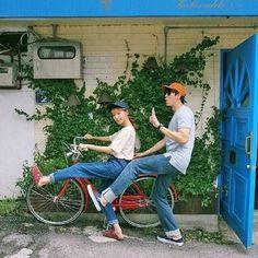 โพสท่าฮาๆ คู่กับจักรยาน