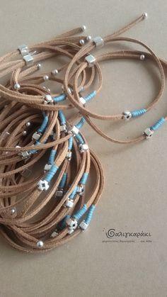 μαρτυρικά βάπτισης με σουέτ κορδόνι Handmade Bracelets, Handmade Jewelry, Beaded Bracelets, Leather Jewelry, Boho Jewelry, Baby Boy Christening, Doll House Crafts, Bracelet Tutorial, New Baby Products