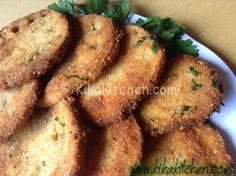 Le cotolette di melanzane sono un secondo piatto semplice e gustoso preparato con fette di melanzane impanate e fritte. La versione vegetariana della classica cotoletta di carne.