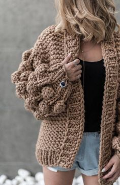 Comes in OneSize, Oversized Hand-knitted Mix-wool Machine (use a laundry bag) and hand washable Dry flat Do not bleach NOTICE: We hand-knit this product by order. Crochet Cardigan, Wool Cardigan, Knit Crochet, Brown Cardigan, Winter Trends, Sweater Fashion, Lana, Fashion Art, Knitwear