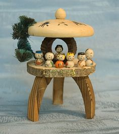 Tiny Japanese wooden kokeshi dolls I - I love this set :) Matryoshka Doll, Kokeshi Dolls, Geisha, Hama Beads Minecraft, Perler Beads, Oriental, Wooden Lanterns, Maneki Neko, Wooden Dolls