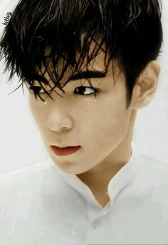 is this even real?? his eyebrowsss Choi Seung Hyun (aka T.O.P.)