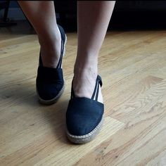 Liz  Claiborne flex womens shoes Black Espardrilles  Heels these are nice Espardrilles wedges by Liz flex! They are a black with  a rope  heel and platforms and  great condition. Liz Claiborne Shoes