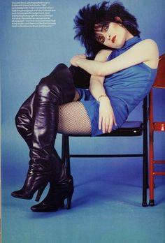 Qué pasa con las poses de ella? Yo hago esa pose y me veo ridícula. Mujer demasiado hermosa.