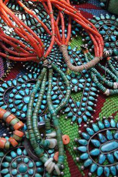uchizonogallery:  Beautiful turquoise and coral from Uchizono Gallery.