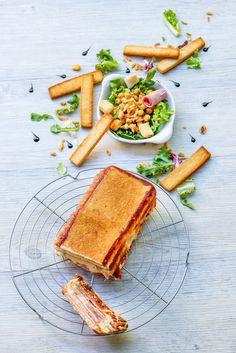Vous cherchez une recette rapide et tellement bonne que l'on retombe en enfance ?Stop, vous avez la recette qu'il vous faut. Pour 4 personnes préparation : 10 minutes Cuisson : 25 minutes Pour le cake : 4 tranches de jambon blanc 8 tranches de pain de...
