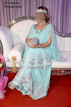 Melhfa chaoui Traditional Gowns, Traditional Fashion, Traditional Clothes, Hijab Fashion, Fashion Dresses, Oriental Dress, Most Beautiful Dresses, Fancy Dress, Bridal Dresses