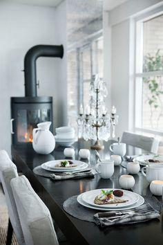 Velkommen til bords med Rosendahl og Grand Cru - Verket Interiør Dining Area, Kitchen Dining, Dining Room, Table Setting Inspiration, Table Manners, Grand Cru, Scandinavian Home, Dinner Table, Modern Decor