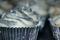 silver glittery pearl cupcakes