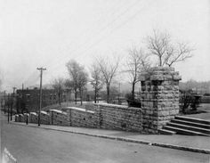 Observation Park - Stone Wall along Holly St - 1920 Street Pictures, City Government, Kansas City Missouri, Main Street, Historical Photos, Great Places, City Photo, Maine, Places To Visit
