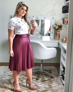 Pin by Roseane Costa on moda in 2019 Modest Dresses, Modest Outfits, Skirt Outfits, Modest Wear, Curvy Girl Outfits, Plus Size Outfits, Modesty Fashion, Fashion Dresses, Curvy Fashion
