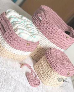 Gorgeous Crochet basket and wicker figures you should see Crochet Bedspread Pattern, Crochet Basket Pattern, Knit Basket, Crochet Stitches Patterns, Crochet Baskets, Crochet Carpet, Crochet Home, Crochet Crafts, Crochet Projects