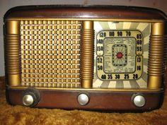 Radio antigua de válvulas (Ref. Radio Vintage, Antique Radio, Vintage Records, Vintage Cameras, Turn Your Radio On, Radios Retro, Vintage Christmas Party, Radio Record Player, Tvs