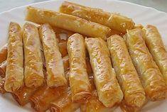 Σιροπιαστά Ρολά Με Αμύγδαλο Greek Sweets, Greek Desserts, No Cook Desserts, Sweets Recipes, Greek Recipes, Desert Recipes, Baking Recipes, Cypriot Food, Greek Pastries