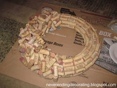 Neverending Decorating: How To Make A Wine Cork Wreath Wine Craft, Wine Cork Crafts, Wine Bottle Crafts, Wine Cork Wreath, Wine Cork Art, Recycled Wine Bottles, Wine Bottle Corks, Wine Cork Projects, Craft Projects
