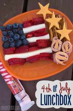 Cute and easy 4th of July bento lunchbox for kids + 4 other cute celebration themed lunch box ideas!