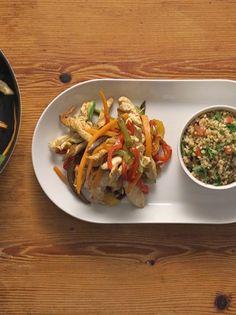 Λωρίδες στήθους κοτόπουλου στο τηγάνι με λαχανικά και πλιγούρι #κοτόπουλο #Νιτσιάκος Types Of Food, Bruschetta, Baked Potato, Tacos, Potatoes, Sweets, Chicken, Baking, Ethnic Recipes