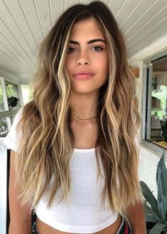 Modern Balayage Hair Color Shades to Show Off in 2020 color miel Modern Balayage Hair Color Shades to Show Off in 2020 Brown Hair Balayage, Brown Blonde Hair, Hair Color Balayage, Balayage Hair Brunette With Blonde, Bronde Balayage, Bronde Haircolor, Light Brown Hair, Blonde Color, Hair Color Shades