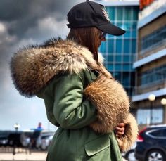 Fur Collars And Hoods Chic Winter Outfits, Winter Chic, Autumn Winter Fashion, Winter Style, Parka Outfit, Fur Clothing, Winter Jackets Women, Fur Fashion, Fur Collars