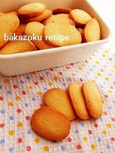 楽天が運営する楽天レシピ。ユーザーさんが投稿した「バター30★簡単クッキー」のレシピページです。粉もふるわない、バターも少ない 卵の分離も気にしない、型抜きにも最高♪かためのポリポリクッキーです♪。クッキー。薄力粉,無塩バター,砂糖,溶き卵
