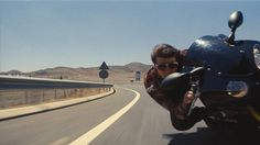 Mission: Impossible 5, les cascades époustouflantes de Tom Cruise Le voilà à  quelques mètres du bitume .