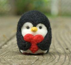 Aguja de fieltro pingüino - corazón de San Valentín