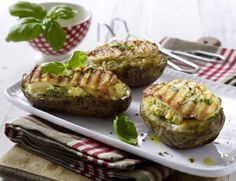 Unser beliebtes Rezept für Gefüllte Kartoffeln mit Halloumikäse vom Grill und mehr als 55.000 weitere kostenlose Rezepte auf LECKER.de.