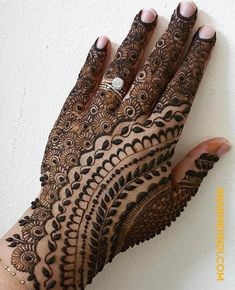 50 Most beautiful Rishikesh Mehndi Design (Rishikesh Henna Design) that you can apply on your Beautiful Hands and Body in daily life. Rajasthani Mehndi Designs, Peacock Mehndi Designs, Indian Henna Designs, Henna Tattoo Designs Simple, Back Hand Mehndi Designs, Legs Mehndi Design, Latest Bridal Mehndi Designs, Henna Art Designs, Mehndi Design Pictures