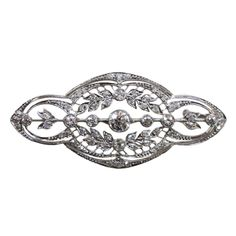 A pretty open worked platinum brooche set with diamonds with garland decorations, signed: T.A. Kohn & Son, circa 1915, New York, V.S.